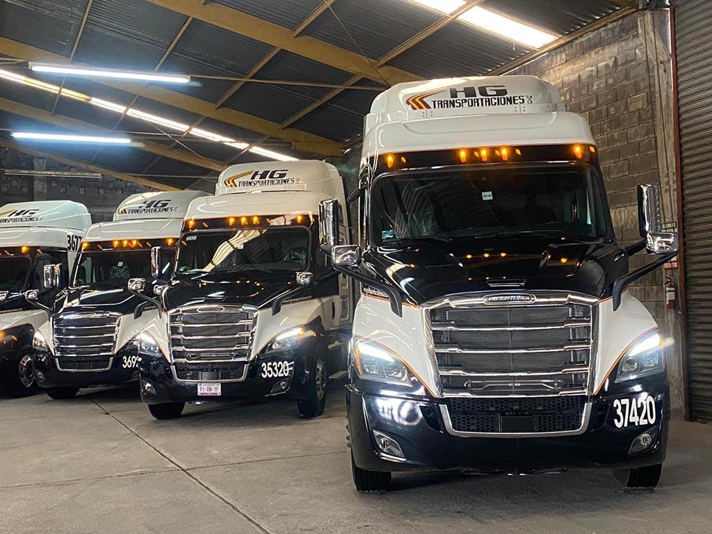Daimler entrega unidades a HG Transportaciones