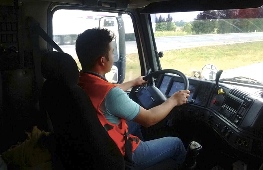 Operadores de camiones deben cuidar su salud