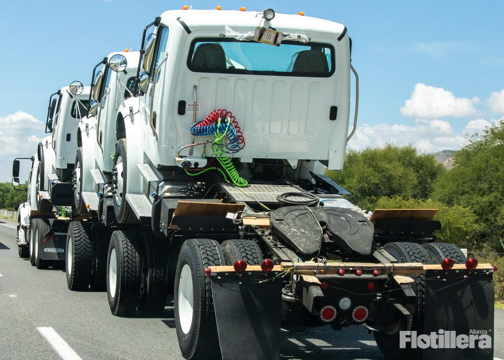 Cae exportación y producción de camiones en abril