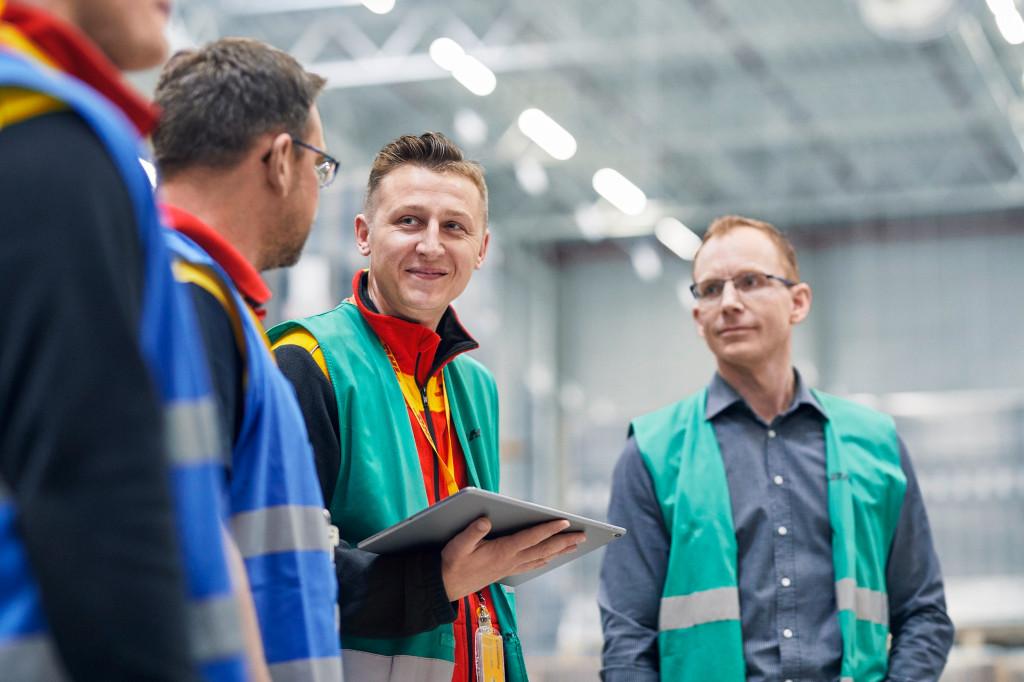 DHL usará software y nubes de Microsoft y Blue Yonder para automatizar operaciones