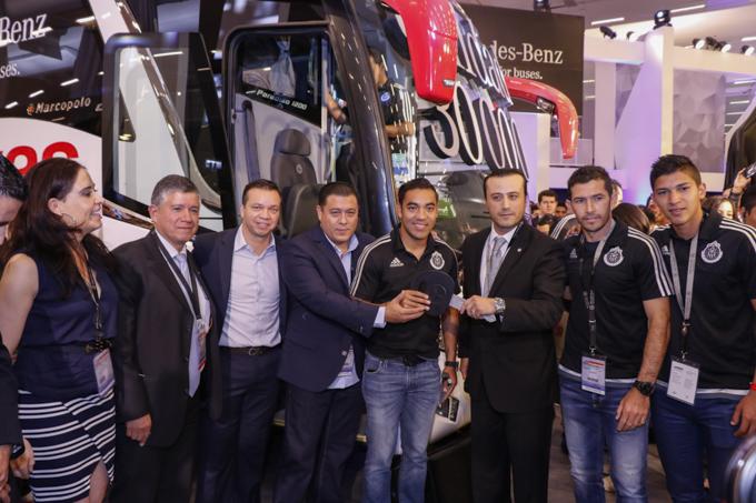 Las Chivas reciben Paradiso 1200 de Mercedes-Benz