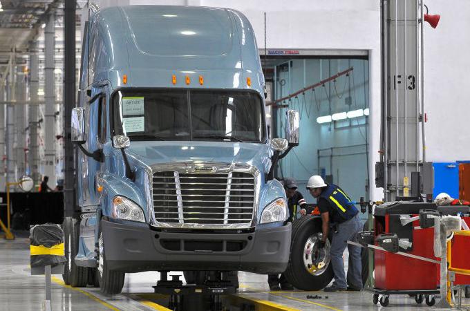 Daimler-Trucks-North-America-Opens-Truck-Production-Plant-in-Saltillo-Mexico