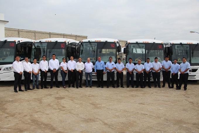 Dan banderazo a 10 autobuses Volkswagen en Xalapa