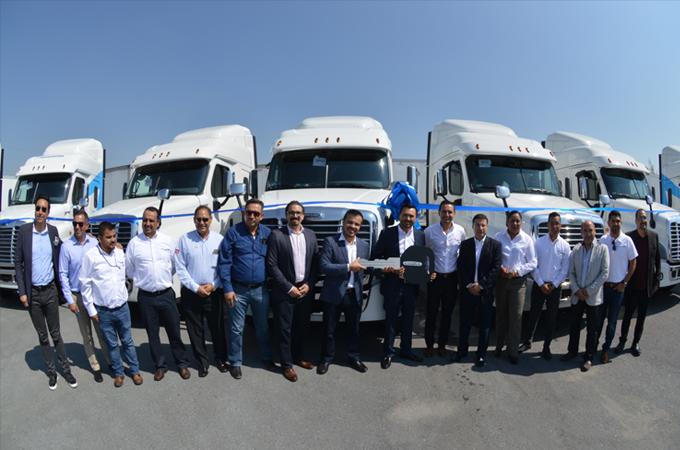 Daimler entrega 21 camiones a Transmontes