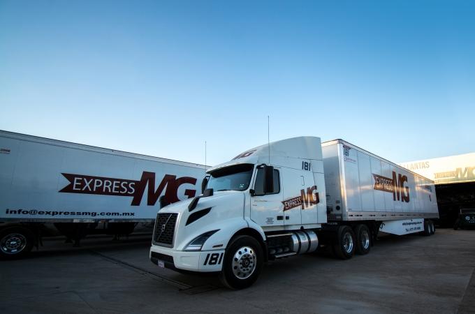 Volvo Trucks entrega unidades VNR 640 a Express MG
