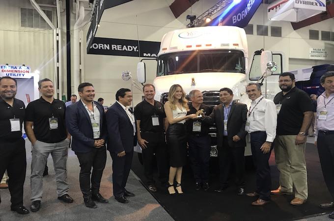 Transportadora de Carga Mundial crece su flota con 5 Mack Vision