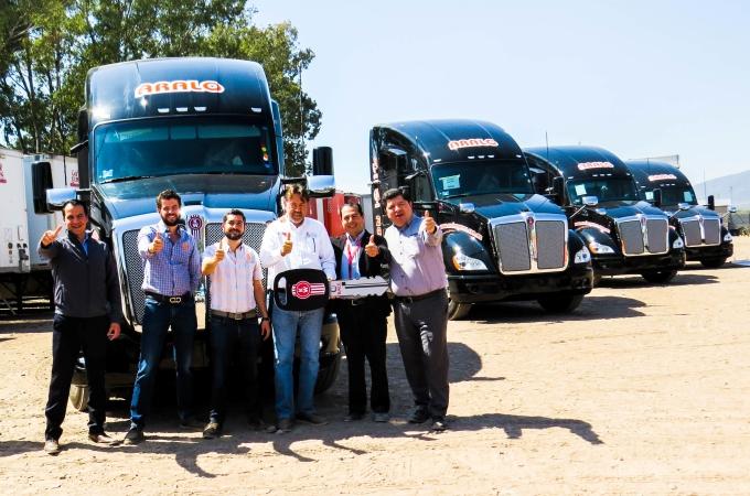 Aralo Express recibe 10 unidades Kenworth