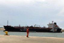 Por falta de autotanques, combustibles están varados en puertos