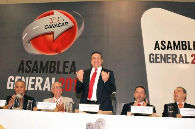 Enrique González es ratificado al frente de la Canacar