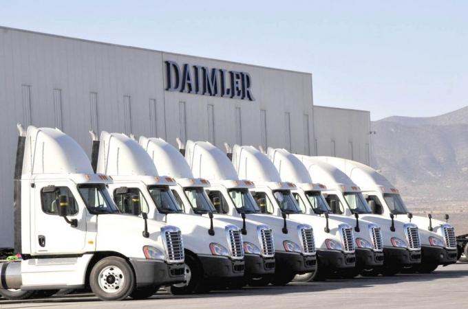 Daimler inicia 2019 con retos y ganancias moderadas