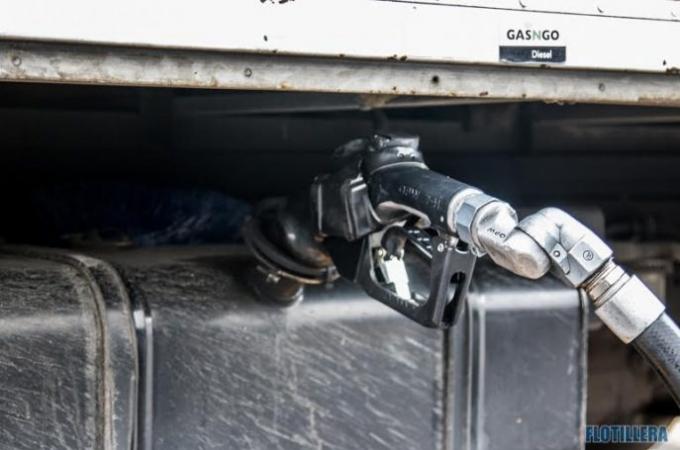 Continúan alza en precio de combustibles; diésel sube 15%