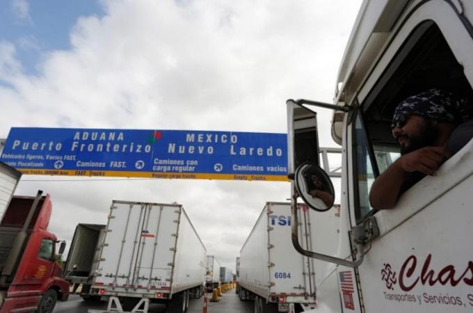 """Exportadores e importadores aplican """"plan b"""" ante posible cierre de la frontera"""