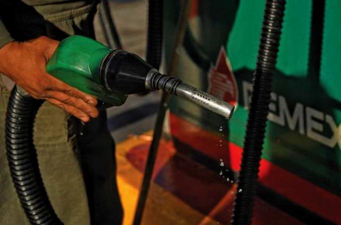 Reducen estímulos fiscales a combustibles