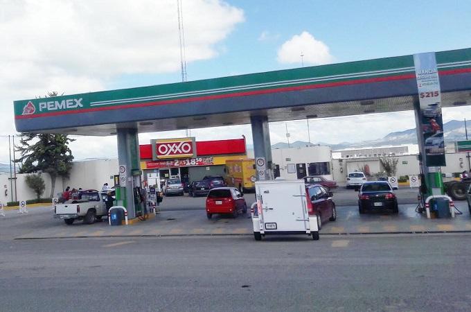 La limpieza del inyector o la adición a la gasolina