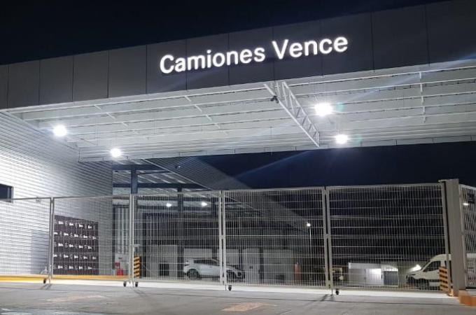 Mercedes Bez Vanes llega a Tijuana con Camiones Vence