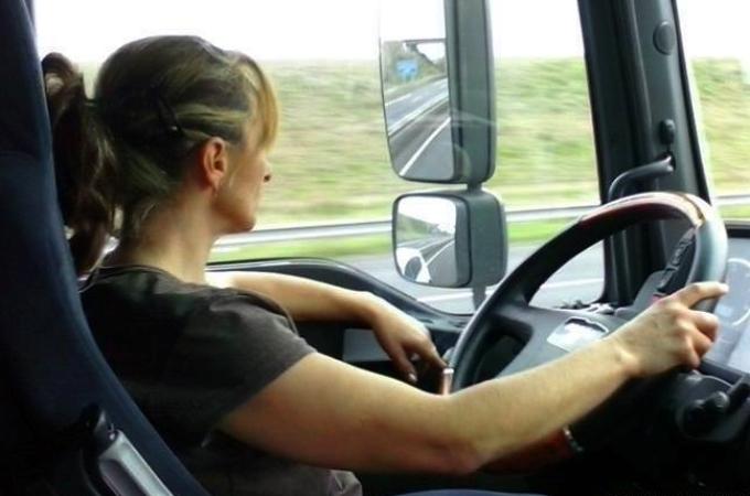 Baja participación de mujeres en el autotransporte