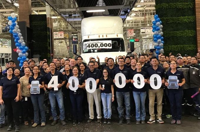 Daimler celebra 400 mil unidades desde Saltillo