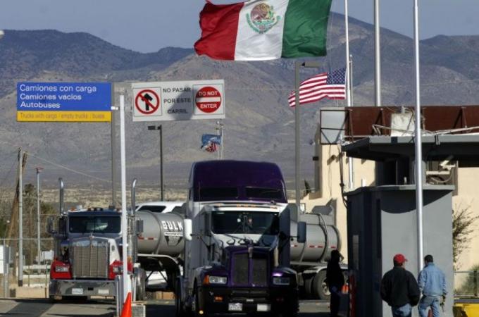 El comercio de transporte transfronterizo entre México y Estados Unidos vía autotransporte registró un alza durante marzo de 1.3%