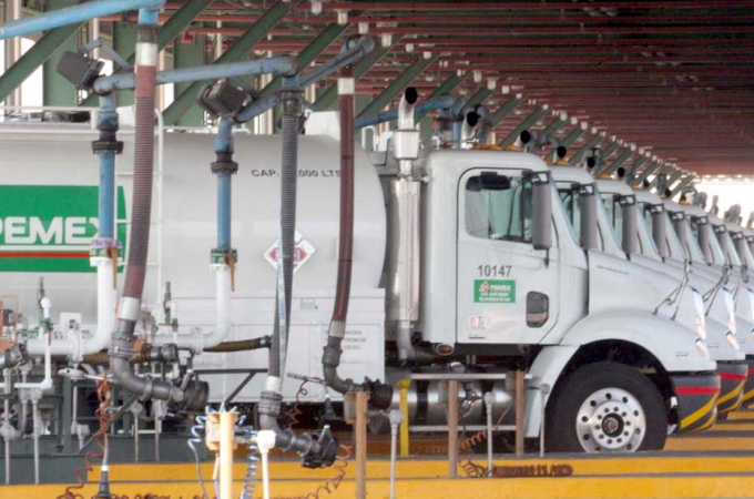 SCT da condiciones de seguridad y operación para pipas de Pemex