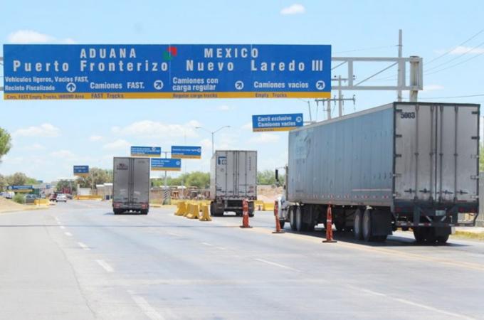 Caen ingresos de Transfers en Laredo por demoras en la frontera